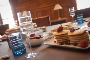 1402_dining room_breakfast_003_pancakes_z_298x199