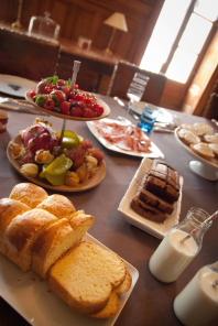 1402_dining room_brunch_Chateau de Varennes_024_food_198x296