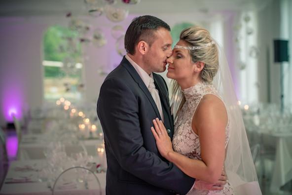 1406_Malice_Lionel Beauxis_celebrity wedding_Chateau de Varennes_046_dinner_couple_z_592
