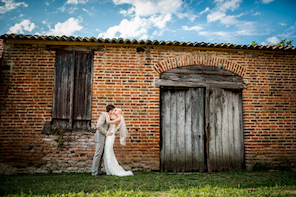 1506_lana_jono_by woodstock_55_rustic barn_couple_296