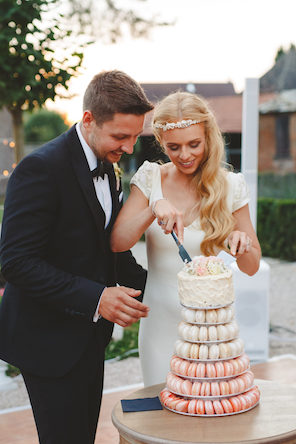 1608_Jules_by hannah_072_wedding cake_macaron tower_couple_cutting_296