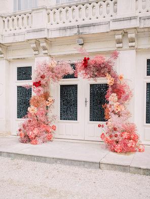 Floral arch Autumn wedding_Chateau de Varennes