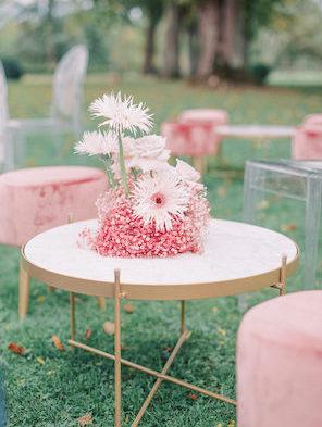 Pink lounge furniture Autumn wedding_Chateau de Varennes